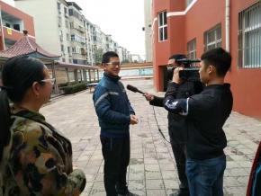 济源零距离到我校采访七年级(11)班冯召坤同学